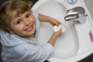 girl_washing_hands